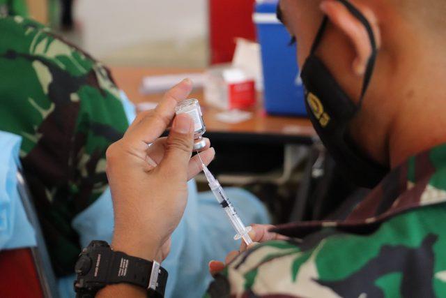 Vaksinasi Kemerdekaan UNM. (Foto: Agatoni Buttang).