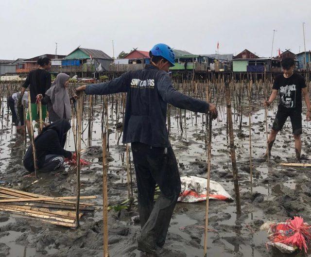 Penanaman Mangrove di Buloa, Kecamatan Tallo Selasa (17/8). (Foto: Ist)