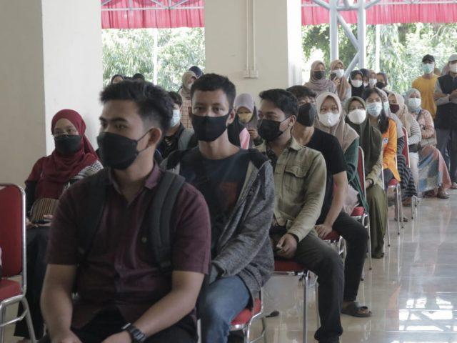 Suasana Vaksinasi di Pelataran Menara Pinisi UNM (1/9). (Foto: Ahmad Husen-Profesi).