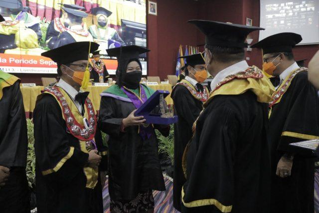 Nurul Aisyah, wisudawan terbaik FBS 2021, (Foto: Ahmad Husen).